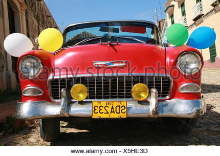 Vintage car decorated for a wedding in Trinidad, Sancti-Spíritus Province, Cuba, Latin America - Stock Photo