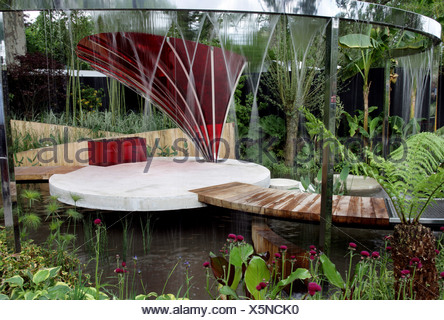 The Lloyds TSB Garden at the RHS Cheslea Flower show The garden was designed by TrevTooth The garden is surrounded by a m high - Stock Photo