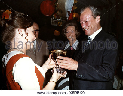 Brandt, Willy, 18.12.1913 - 8.10.1992, German politician (SPD), Chancellor of the Federal Republic of Germany 1969 - 1974, at a summer party, Palais Schaumburg, Bonn, 27.6.1970, a winemaker handing him a goblet with wine, in the background his wife Rut, - Stock Photo
