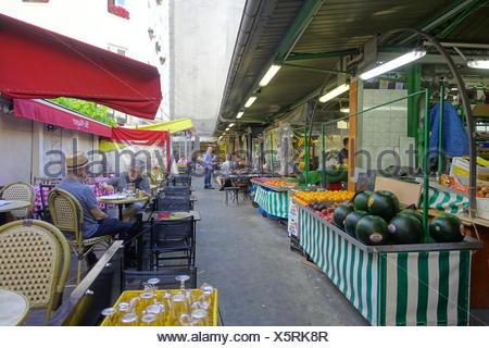 Paris, Marche des Enfants Rouges, rue de Bretagne (Der MarchÈ des Enfants Rouges (Markt der roten Kinder) ist der älteste heute noch bestehende Markt  - Stock Photo