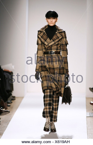 Anne Klein New York Ready to Wear Autumn Winter Model wearing camel and brown check tartan three quarter length belted coat - Stock Photo