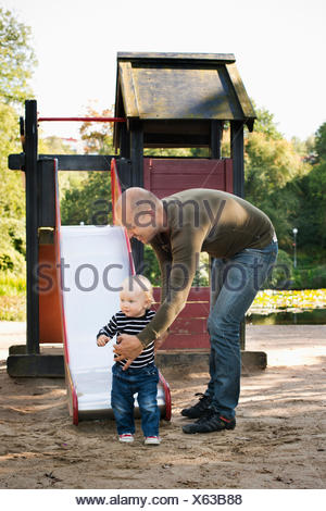 Sweden, Gotaland, Vastra, Stay at home dad playing with son (12-17 months) - Stock Photo