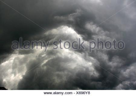 turbulence of thundercloud (Cumulonimbus capillatus incus), Germany, North Rhine-Westphalia - Stock Photo