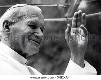 John Paul II (Karol Wojtyla), 18.5.1920 - 2.4.2005, pope 1978 - 2005, journey through the Benelux countries, 11. - 21.5.1985, portrait, taken during his visit in Banneux, 21.5.1985, in the popemobile, - Stock Photo