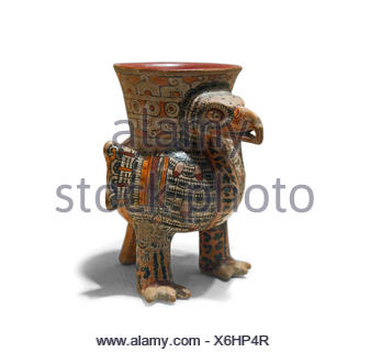 ceramic Eagle vessel from  Eastern Nahua Mexico dates to 13th to early 16th century - Stock Photo