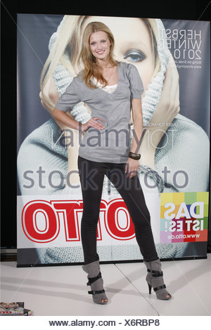 Garrn, Toni, * 7.7.1992, German photo model, full length, photo call to the launch of Otto catalogue autumn/winter 2010, Hamburg, Germany, 28.6.2010, Additional-Rights-Clearances-NA - Stock Photo