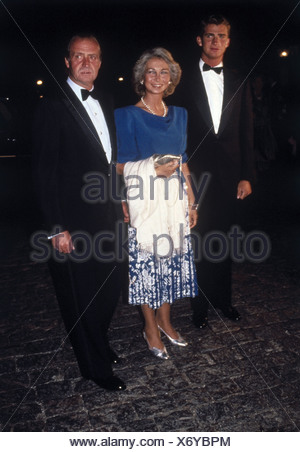Juan Carlos I, * 5.1.1938, King of Spain since 22.11.1975, with wife Queen Sophia and son Felipe Prince of Asturias, on occasion of the wedding anniversary of King Constantine II and Queen Anne-Marie of Greece, 1998, - Stock Photo