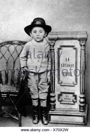 Hasek, Jaroslav, 30.4.1883 - 3.1.1923, Czech author / writer, full length, at the age of four years, - Stock Photo