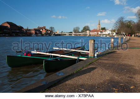Moored canoes on the River Thames at Marlow, Buckinghamshire, Uk - Stock Photo