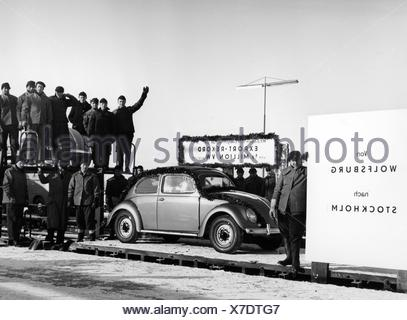 transport / transportation, car, vehicle variants, Volkswagen, VW beetle, ceremonial act celebrating the export of the 500000 vehicle from Wolfsburg to Stockholm, 1960s, Additional-Rights-Clearences-NA - Stock Photo