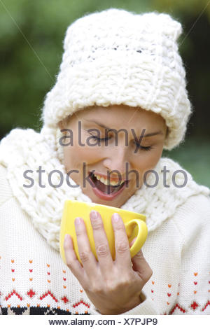 Frau, ausgelassen, jung, 20-30 Jahre, lachen, lachend, Freude, Spass, froehlich, Vergnuegen, Humor, gluecklich, Zufriedenheit, t - Stock Photo