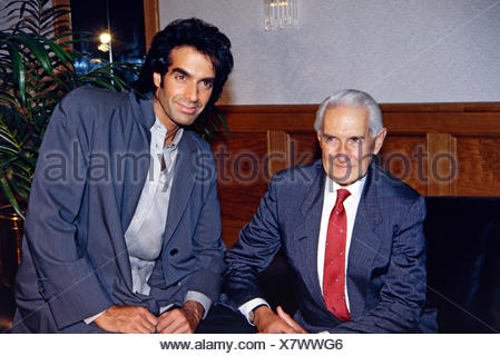 Copperfield, David, * 16.9.1956, American conjurer, half length, with his father Hyman Kotkin, Munich, 10.9.1993, Additional-Rights-Clearances-NA - Stock Photo