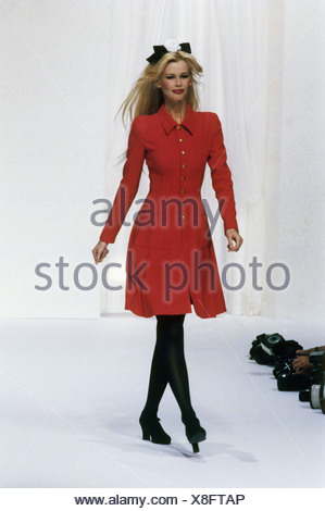 Schiffer, Claudia, * 25.8.1970, German fashion model, full length, on catwalk, fashion show by Chanel, Paris, 1994, Additional-Rights-Clearances-NA - Stock Photo