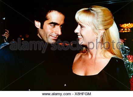Copperfield, David, * 16.9.1956, American conjurer, half length, with Linda de Mol, Munich, 10.9.1993, Additional-Rights-Clearances-NA - Stock Photo