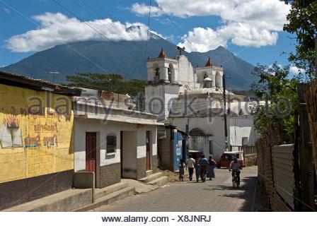 San Antonio Aguas Calientes Guatemala Amerika Zentralamerika 2008 Stadt Strasse Kirche Leute - Stock Photo