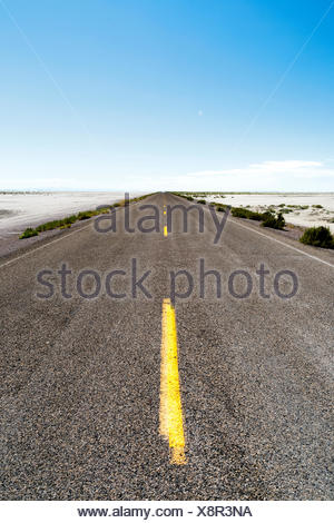 USA, Utah, Wendover, Bonneville Salt Flats, Blue sky over empty road - Stock Photo