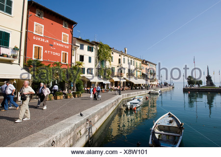 Houses along the Via Fontana and boats in the harbour, Lazise, Lake Garda, Lago di Garda, Lombardy, Italy, Europe - Stock Photo