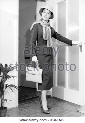 fashion, 1950s, Young woman in woman's suit by Barbara Benkö, 1957, Munich, 1957, 20th century, 50s, Germany, clothes, outfit, outfits, ladies' fashion, woman's suit, costume, costumes, headpiece, headpieces, hat, hats, fur stole, stole, fur, furs, handbag, pocketbook, purse, handbags, pocketbooks, purses, bag, bags, ladies' shoes, fashion for women, women's clothing, mannequin, fashion model, mannequins, fashion models, fashion, posture, posing, pose, door, doors, woman, women, historic, historical, woman, women, female, people, Benkoe, Benkö, Benko, Additional-Rights-Clearences-NA - Stock Photo