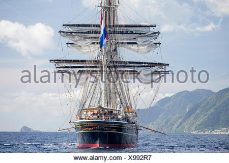 Three-masted clipper cruising ship 'Stad Amsterdam', Dominica, Caribbean Sea, Atlantic Ocean. All non-editorial uses must be cle - Stock Photo