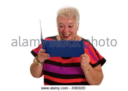 Sorgenfreie Seniorin mit Kontoauszugsmappe - freigestellt auf weissem Hintergrund - Stock Photo