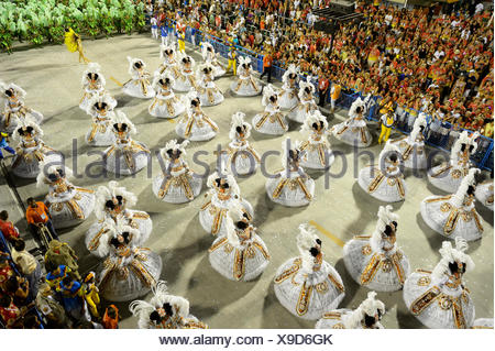 Female dancers wearing wide skirts, Bahianas, parade of the samba school Unidos da Tijuca, themed 'Enchanted Germany' - Stock Photo