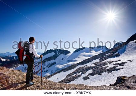 Mountaineer climbing Hochfeiler mountain, Pfitschertal valley, Hoher Weisszint mountain at the back, province of Bolzano-Bozen - Stock Photo
