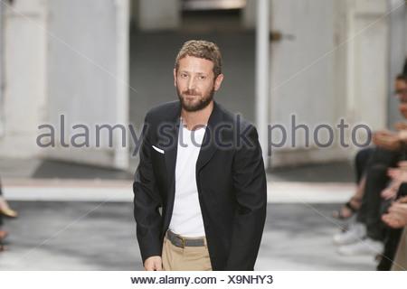 2b719ea6d85 ... Yves Saint Laurent Paris Menswear Spring Summer Designer Stefano Pilati  wearing white t shirt black blazer