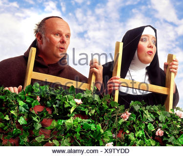 Hedge, monk, nun, conductor, stand, observe facial play, curiosity, astonishment, Composing, professions, studio, order woman, cloister sister, priests, friar, priest, curiously, herübersehen, Catholic, - Stock Photo