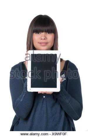 Freigestelltes Foto einer jungen Frau, die ein Tablet zeigt - Stock Photo