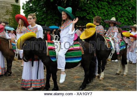 ´´Fete du Muguet´´ (Lily of the valley festival) parade at Rambouillet, Yvelines department, Ile-de-France region, France, Europe. - Stock Photo