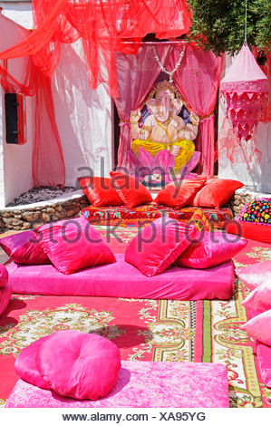 Red, colourful blankets, towels, pillows, fabrics, cushions, Las Dalias hippy market, Sant Carles de Peralta, San Carlos, Ibiza - Stock Photo