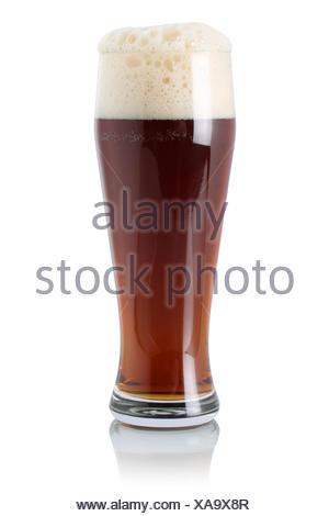 Englisches Ale Bier im Glas mit Schaumkrone, isoliert vor einem weissen Hintergrund - Stock Photo