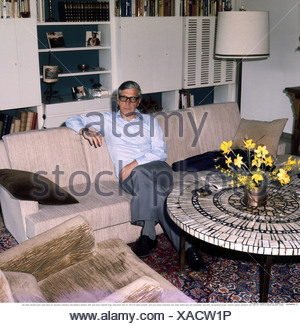 Reinecker, Herbert, 24.12.1914 - 26.1.2007, German writer / author, half length, at home, Berg, 1970s, Additional-Rights-Clearances-NA - Stock Photo