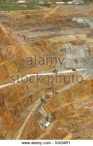Martha opencast gold and silver mine, Waihi, New Zealand. Measures 860 x 200 metres, and 250 metres deep. Produces about NZ$1 - Stock Photo