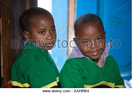 Two boys, 4-5 years, African children, portrait, Tanzania, Africa - Stock Photo