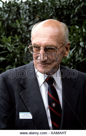 Prelog, Vladimir, 23.7.1906 - 7.1.1998, Swiss chemist of Bosnian origin, Nobel Prize laureate (chemistry) 1975, portrait, during a meeting of Nobel Prize winners, Lindau, Germany, 1989, Additional-Rights-Clearances-NA - Stock Photo