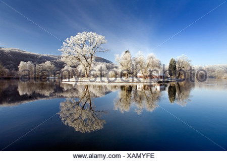 Ruhr valley in winter near Witten with Berger memorial in the background, Germany, North Rhine-Westphalia, Ruhr Area, Hattingen - Stock Photo
