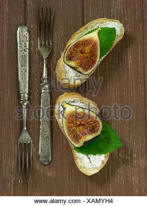 Fresh figs on baguette with Walnusfrischkäse Stock Photo