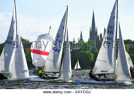 Germany, Hamburg, yachting regatta on the Outer Alster lake before the piece of Johannis church, view of the Alster shore before piece Georg, - Stock Photo