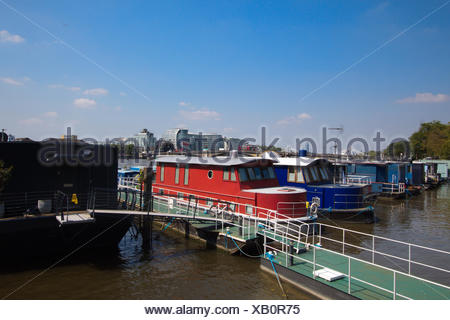 House boats in Chelsea, London - Stock Photo