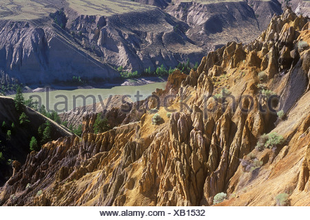 erosion on banks of the Fraser River, Churn Creek protected area, British Columbia, Canada. - Stock Photo