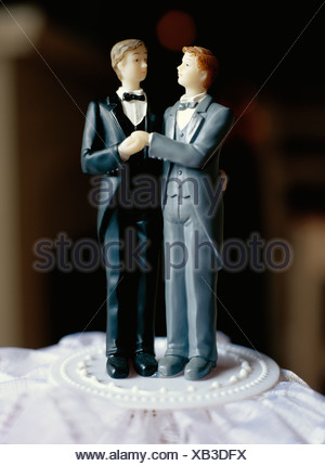 A gay bridal couple on a cake, Sweden. - Stock Photo