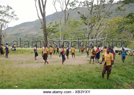 Middle school, students playing volleyball, junior high school, SMP Kurima, Baliem Valley, Irian Jaya, Indonesia, Southeast Asia - Stock Photo
