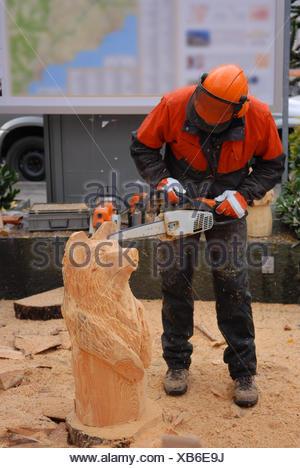 bear sculptor chain saw - Stock Photo