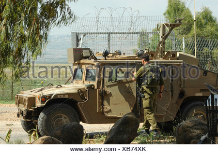 Israel Upper Galilee Metula An Israeli Border Patrol Jeep and soldiers on the Lebanese border - Stock Photo