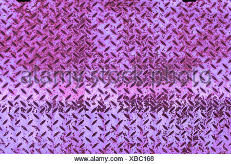 Hintergrund, violett gefärbte Riffelblechplatte - Stock Photo