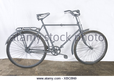 A Luftwaffe paratrooper's bicycle, foldable, restored. Lacking items: leather saddle, toolbox and handlebar handles. Excellent appearance, however, the bicycle needs some finishing. No identification plate. Very rare piece of equipement of which only a few examples are known. historic, historical, 1930s, 1930s, 20th century, vehicle, vehicles, transport, transportation, bicycle, bike, bicycles, bikes, two-wheeled vehicle, two-wheeler, two-wheeled vehicles, two-wheelers, Additional-Rights-Clearances-NA - Stock Photo