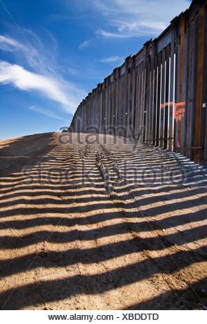 United States border fence, US/Mexico border, east of Nogales, Arizona, USA - Stock Photo