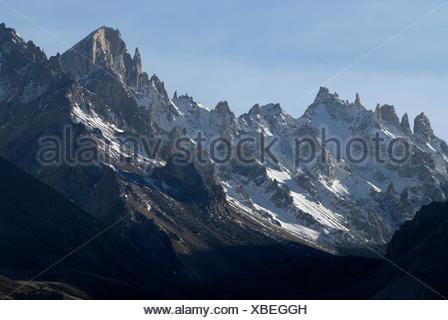 Himalayan main ridge with jagged snow-capped rocks on route from the Taron-la-Pass, Tingri, Nyalam, Tibet, China, Asia - Stock Photo
