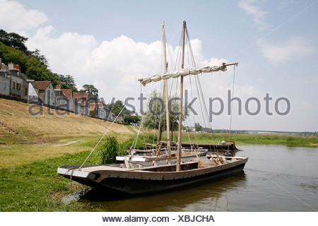 Boat trip on the Loire River with Jean Ley on his traditional wooden boat, Chaumont-sur-Loire, France, Europe - Stock Photo
